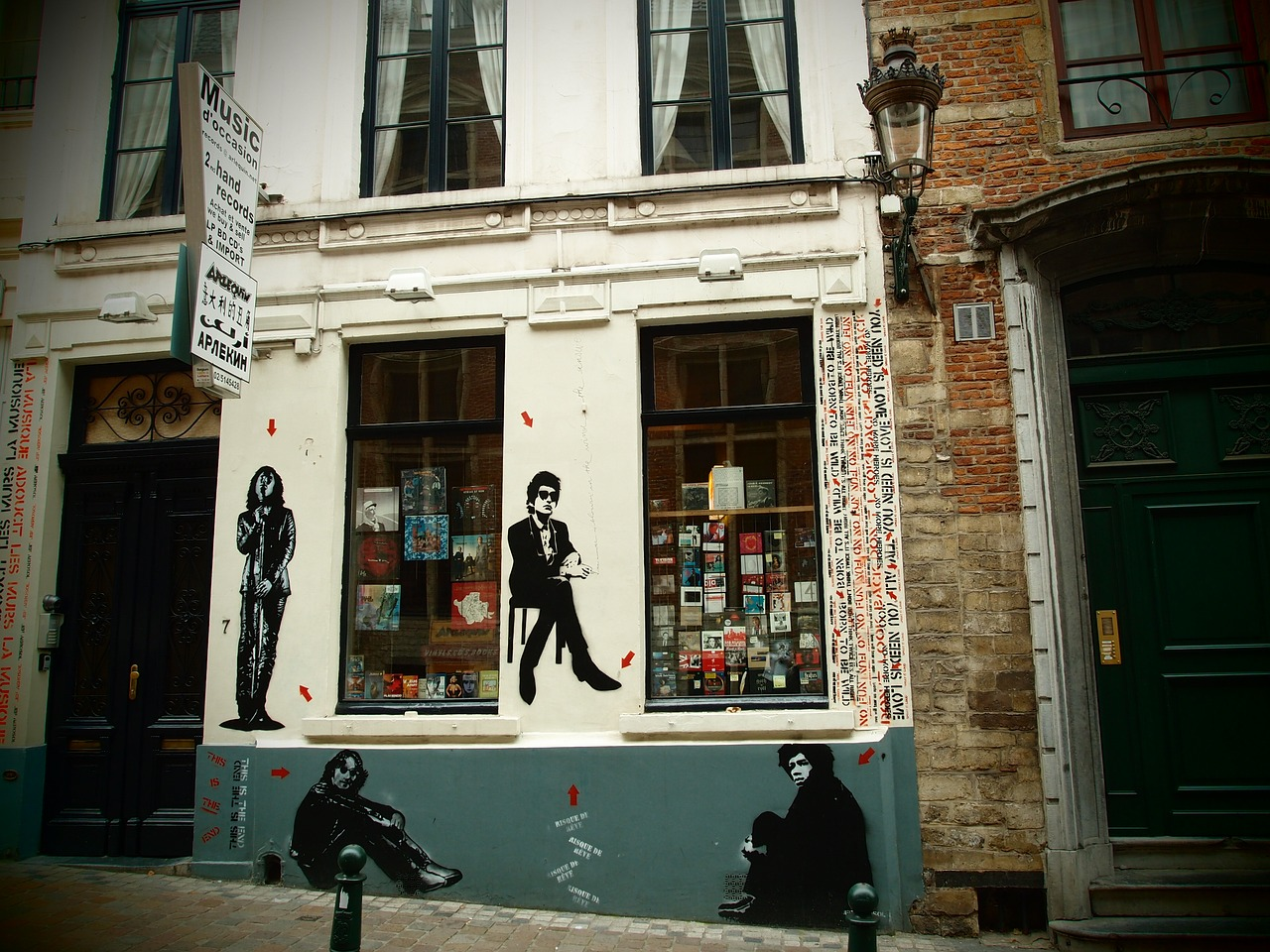 a music shop,musicians,street art,graffiti,bob marley,sid vicious,jimi hendrix,john lennon,brussels,free pictures, free photos, free images, royalty free, free illustrations, public domain