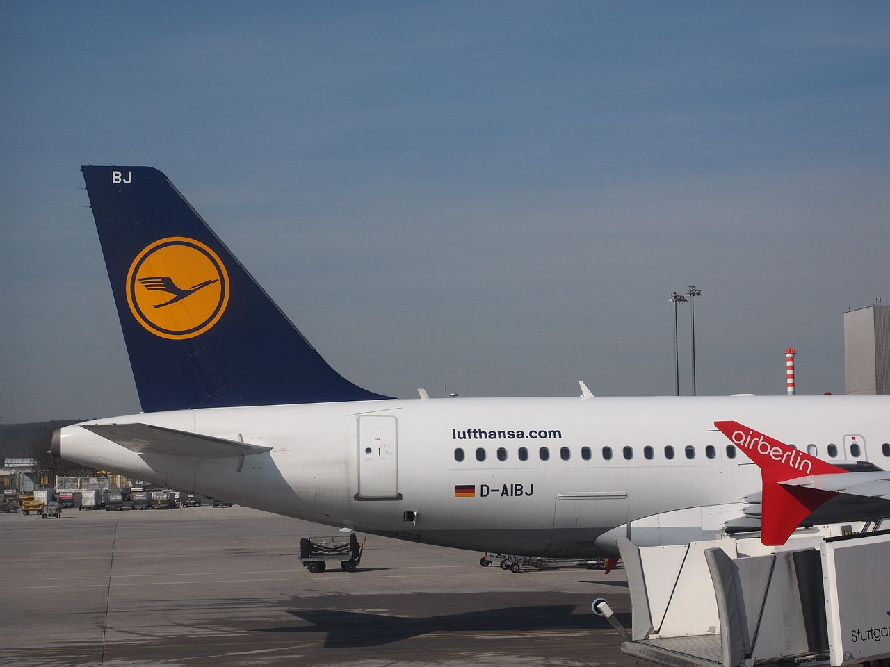 airport aircraft lufthansa free photo