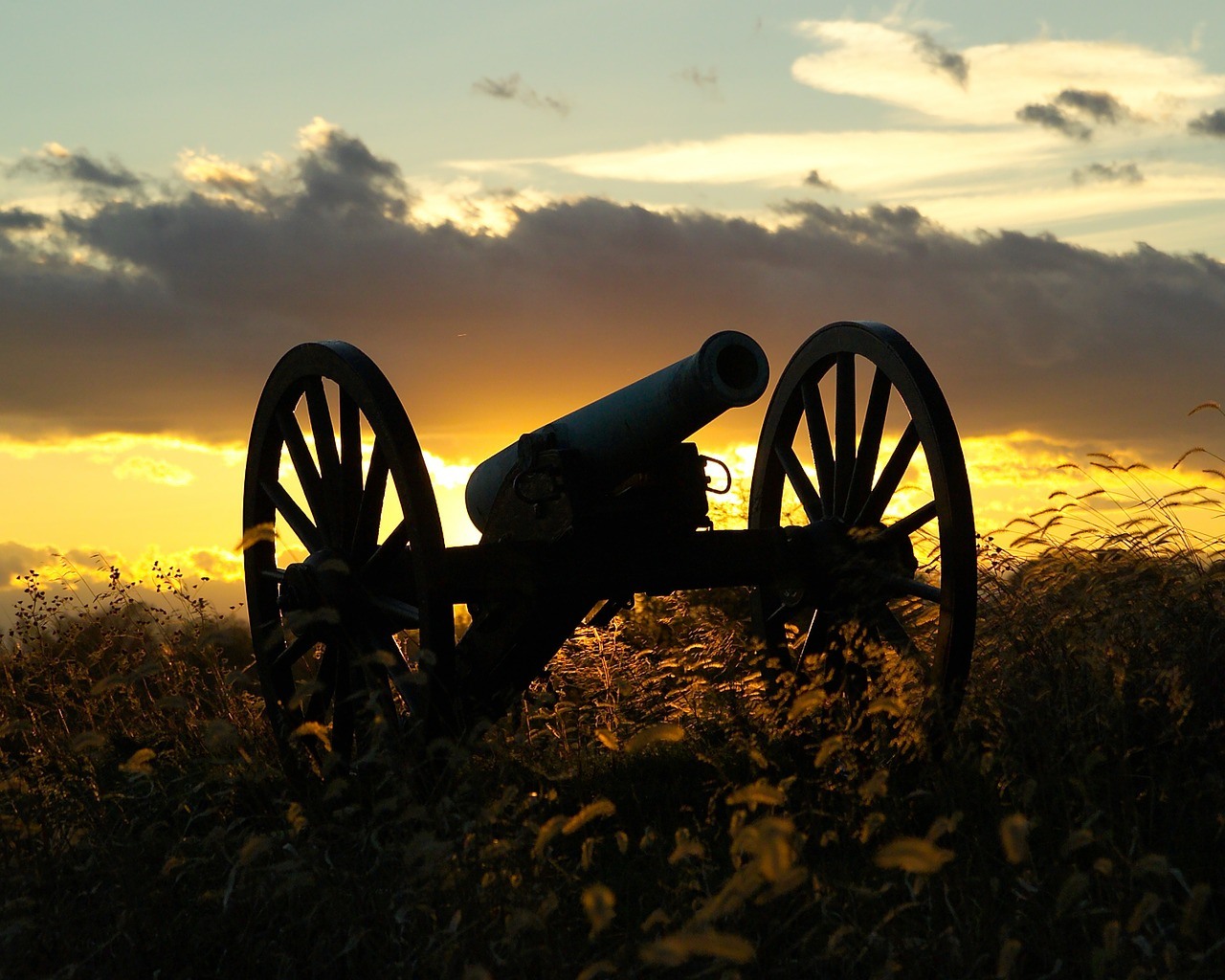 antietam,maryland,sunset,sky,clouds,cannon,american civil war,battlefield,silhouette,silhouettes,nature,outside,dusk,beautiful,free pictures, free photos, free images, royalty free, free illustrations, public domain