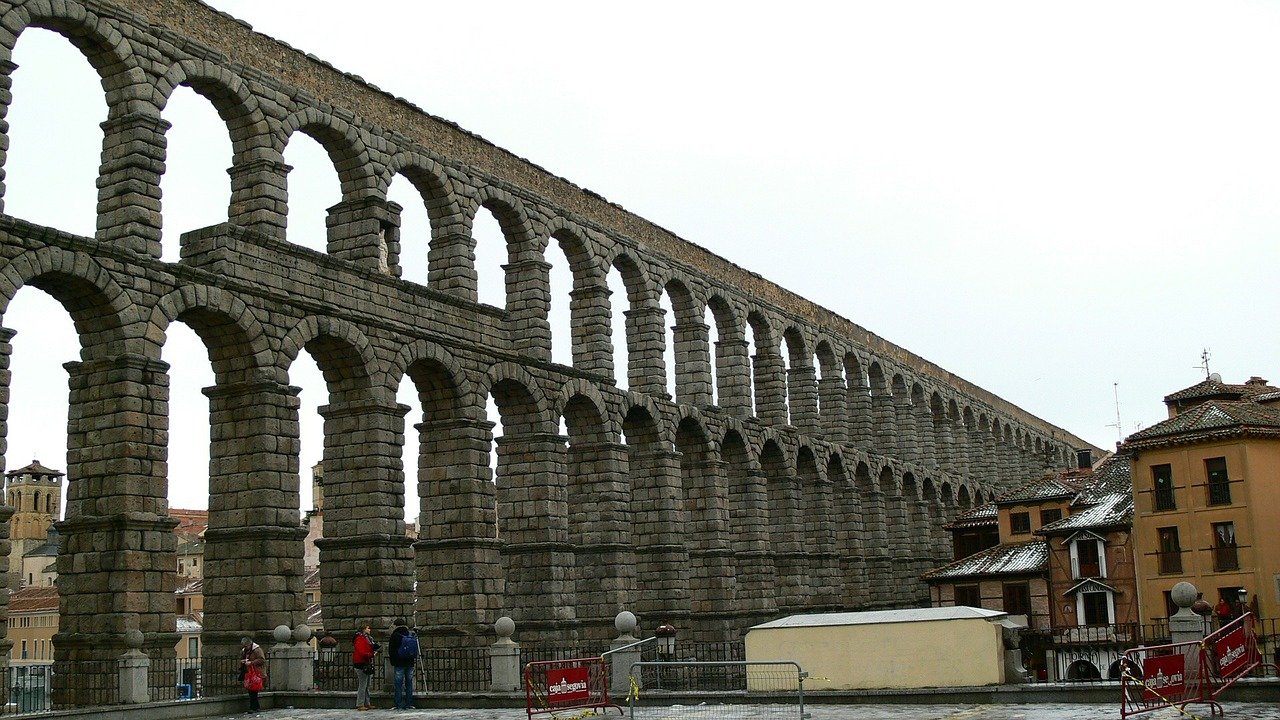 aquaduct,segovia,spain,madrid,old city,arch,archway,architecture,building,landmark,spanish,city,historic,architecture design,structure,tourism,design,free pictures, free photos, free images, royalty free, free illustrations, public domain