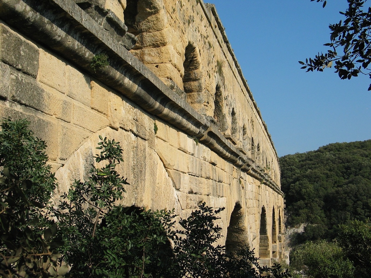 architecture france aqueduct free photo