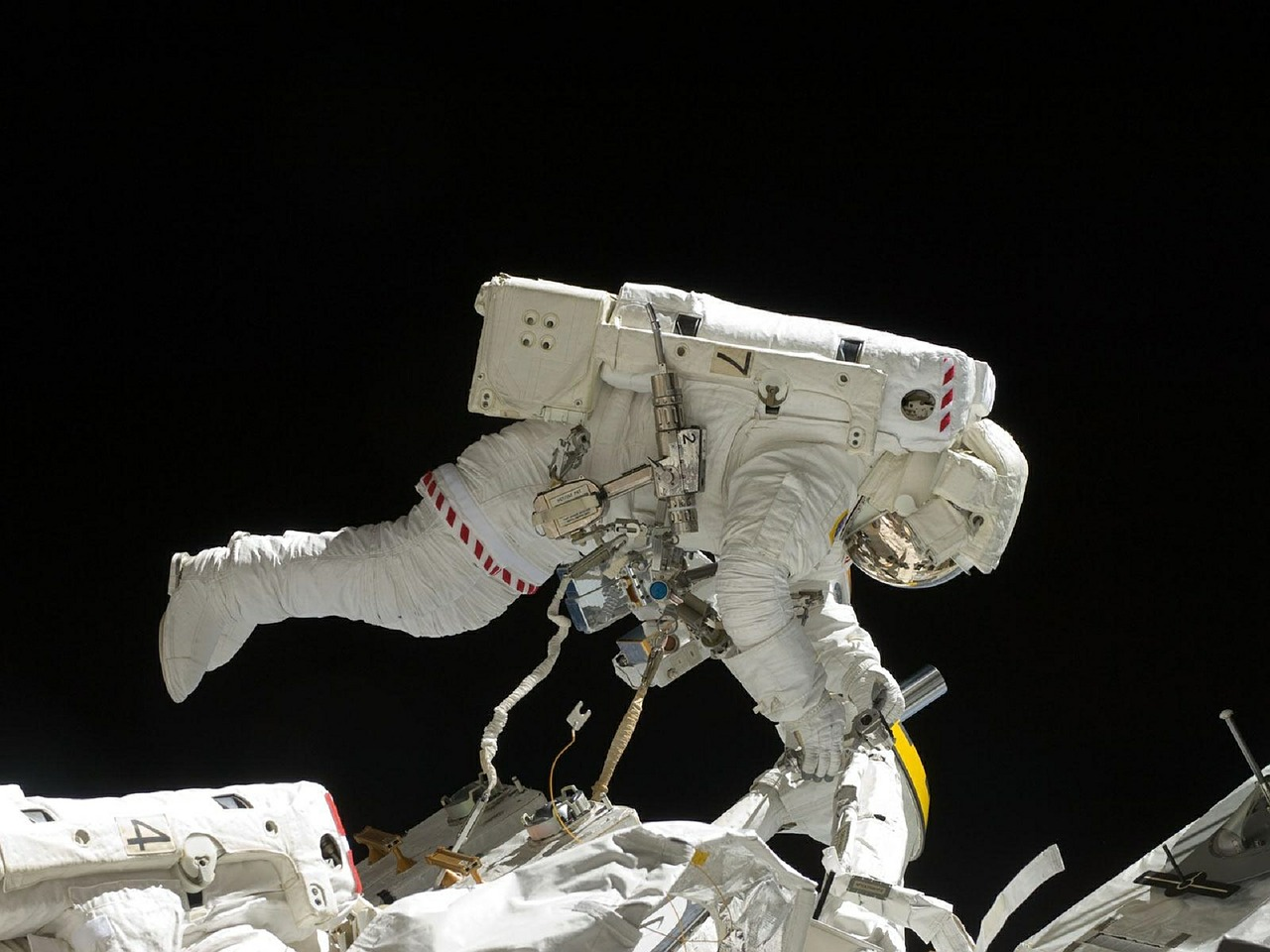 astronaut spacewalk iss free photo