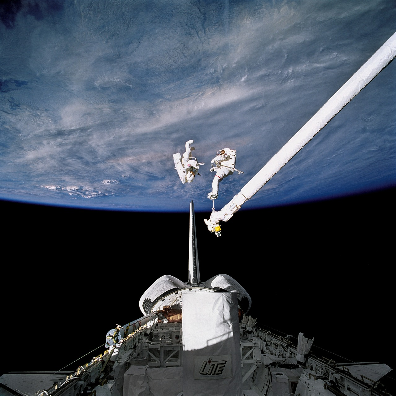 astronauts,spacewalk,space,spacecraft,tools,suit,pack,tether,floating,job,maintenance,extravehicular activity,eva,earth,free pictures, free photos, free images, royalty free, free illustrations, public domain