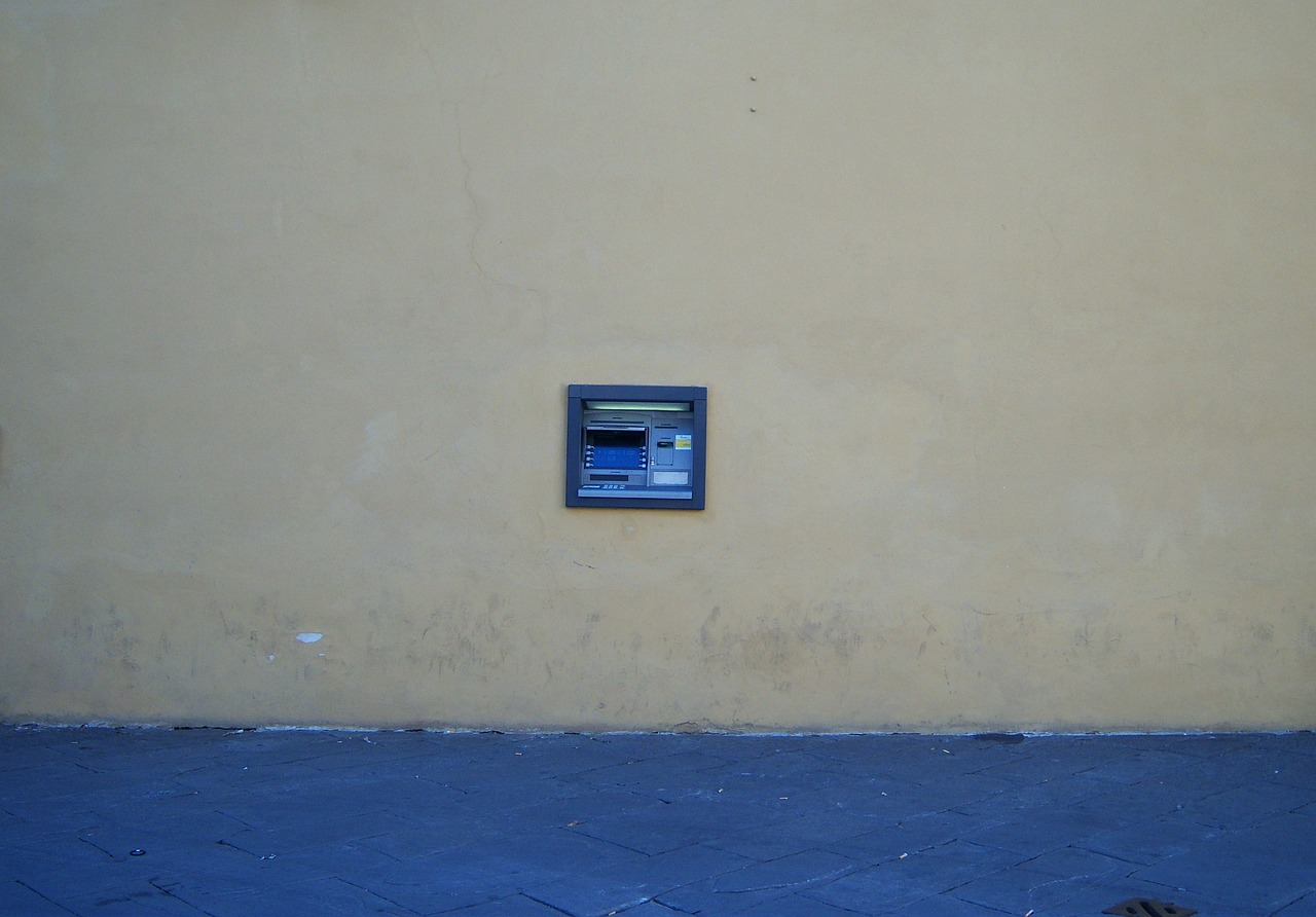 atm,cash point,money,italy,bank,machine,finance,card,cash,financial,account,withdrawal,electronic,credit,terminal,transaction,automatic,withdraw,commerce,technology,cash machine,economy,pin,ecommerce,payment,deposit,dollar,wealth,dispenser,automated,free pictures, free photos, free images, royalty free, free illustrations