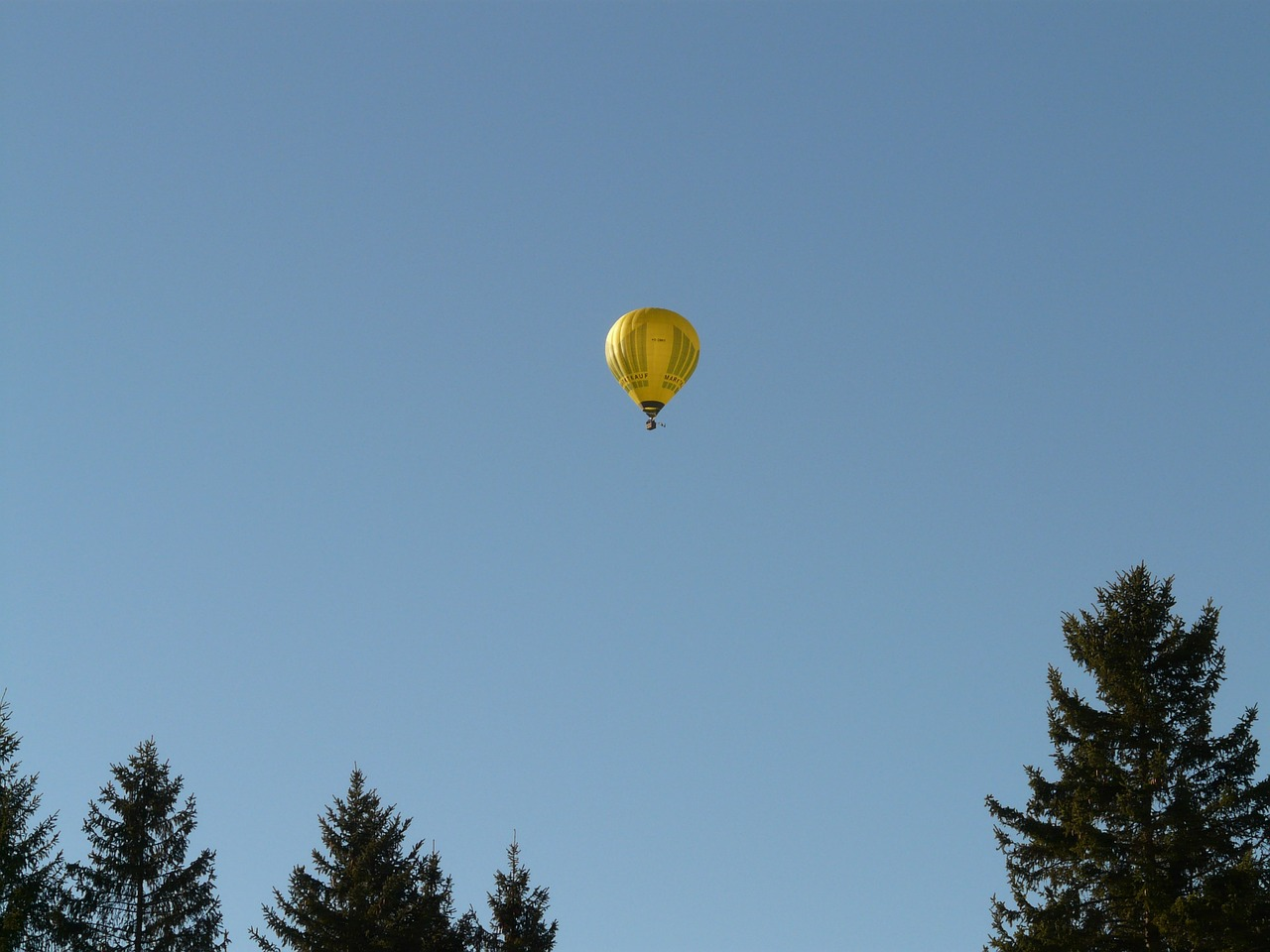 balloon hot air balloon drive free photo