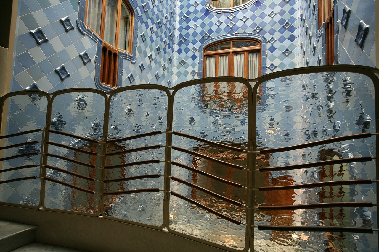 barcelona gaudi architecture free photo