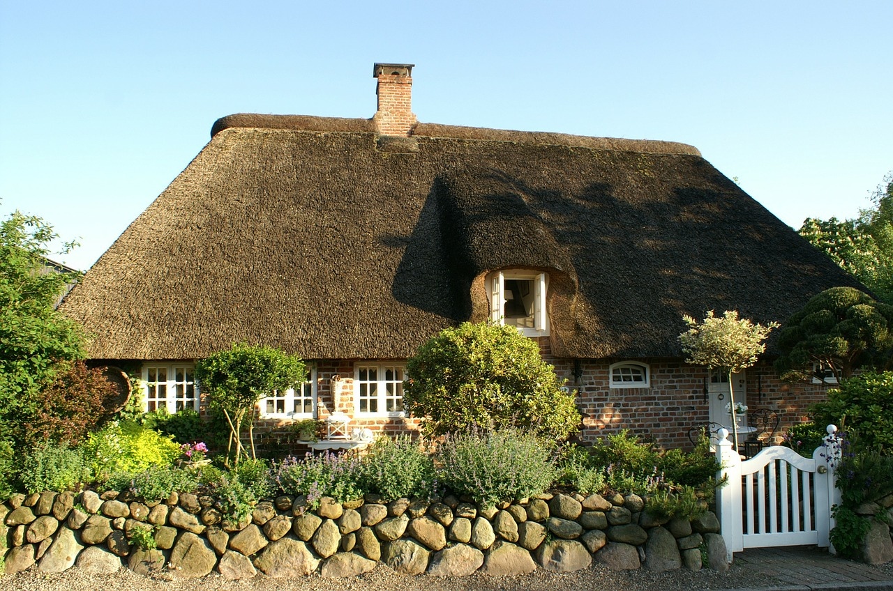 bargum nordfriesland thatched roof free photo
