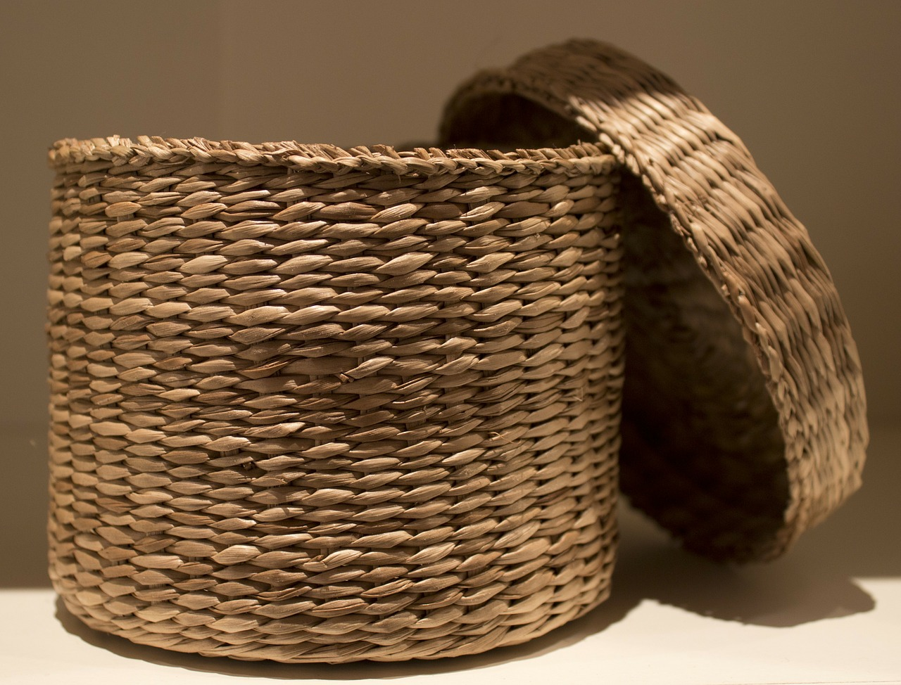 basket with lid pflechtkorb round basket free photo