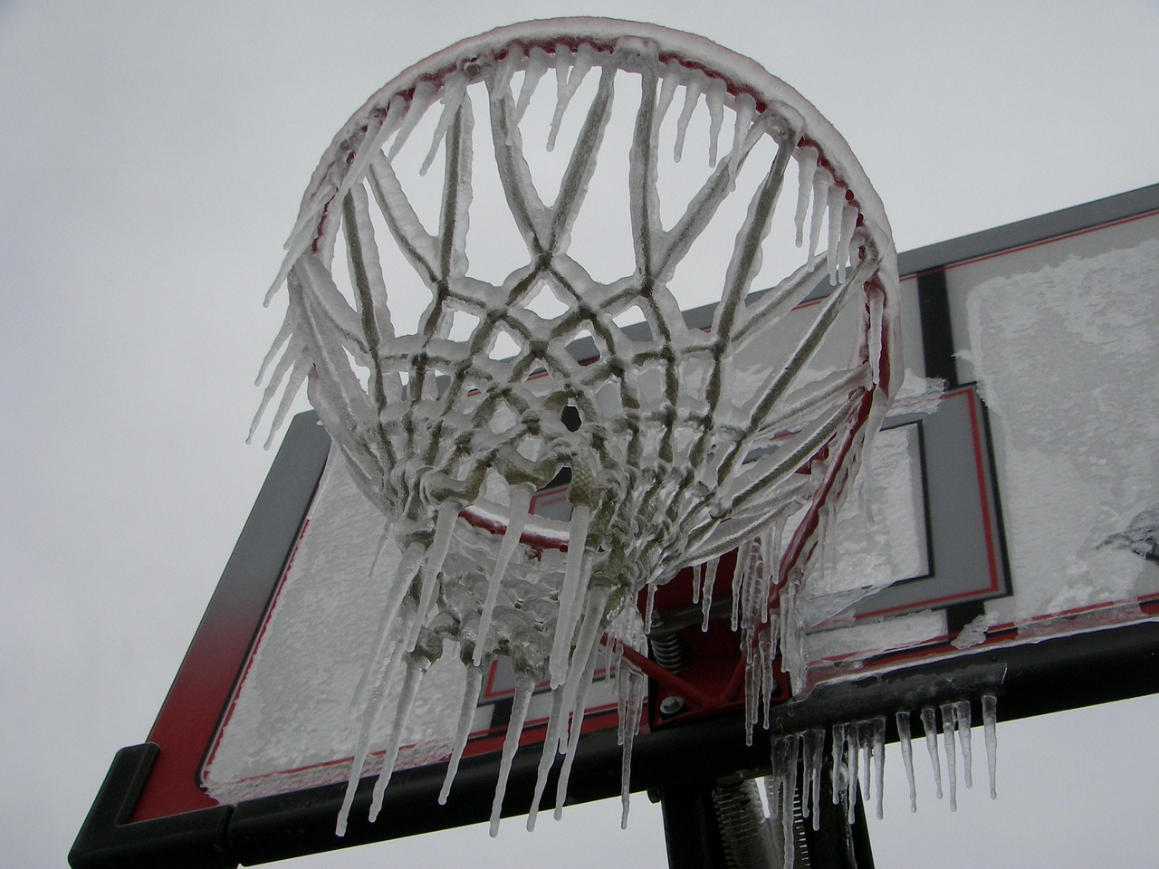 basketball net,ice storm,season,white,cold,ice,snow,winter,frost,snowy,frozen,outdoor,weather,snowfall,cool,frosty,snowstorm,blizzard,snow-storm,free pictures, free photos, free images, royalty free, free illustrations, public domain