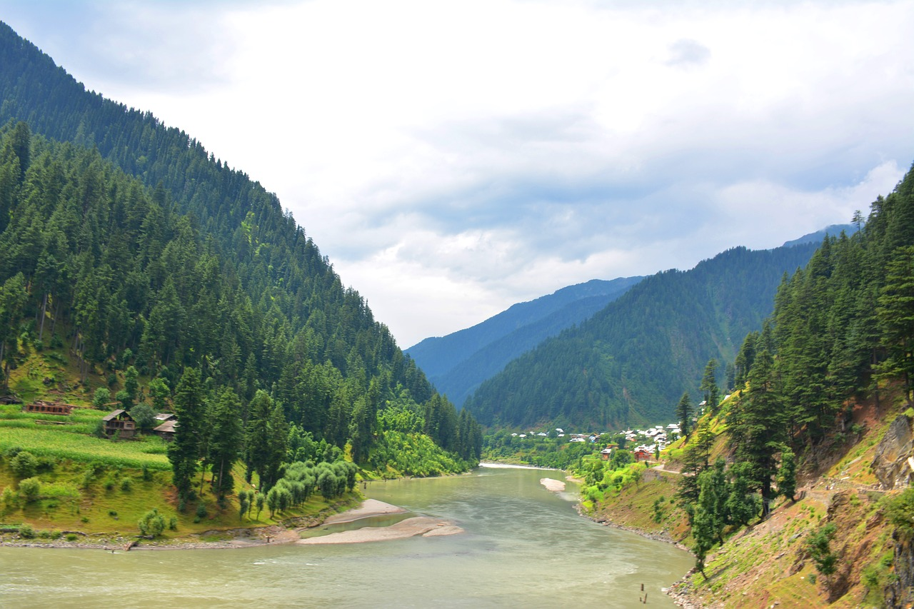 beautiful pakistan,neelum valley,beautiful valley,azad kashmir,shardah azad kashmir,beautiful riverr,beautiful scene,green riverr,green valley,beautiful clouds,hill station,pakistani hills,azad kashmir hills,green hills,free pictures, free photos, free images, royalty free, free illustrations
