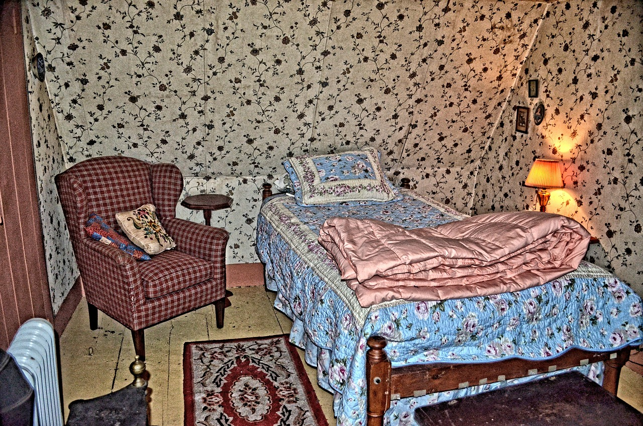 . Bedroom sleeping old vintage wallpaper   free photo from needpix com