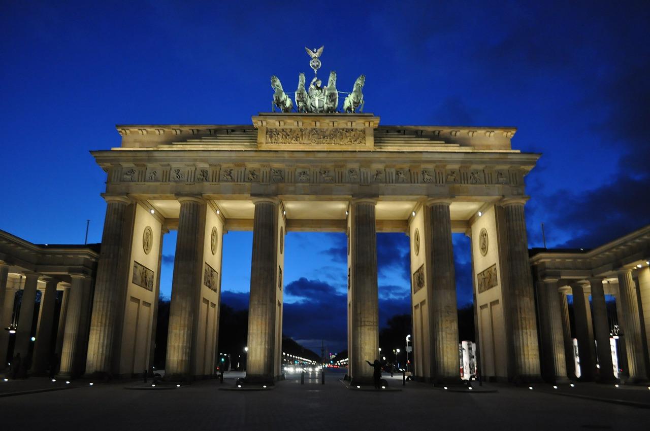 berlin brandenburg gate gate brandenburg night free photo from