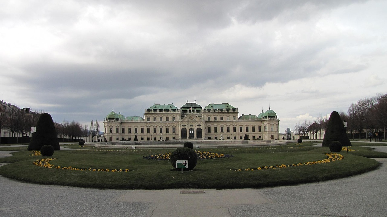 beruberede palace wien building free photo