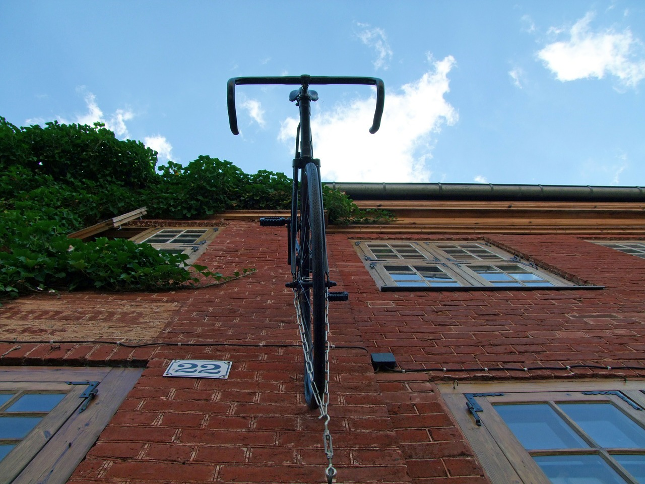bike,hauswand,house facade,masonry,free pictures, free photos, free images, royalty free, free illustrations, public domain