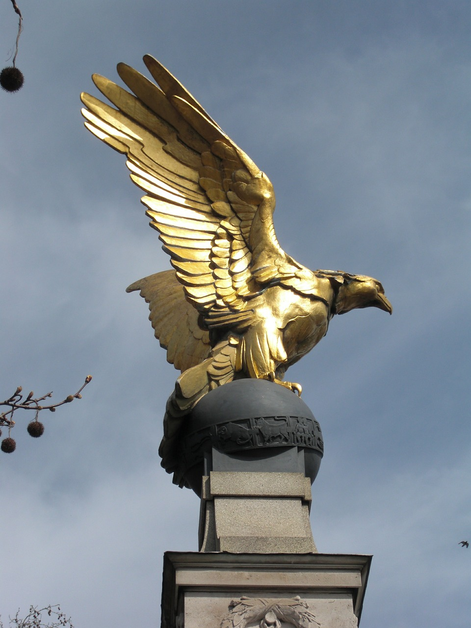 bird,statue,gold,london,england,united kingdom,free pictures, free photos, free images, royalty free, free illustrations