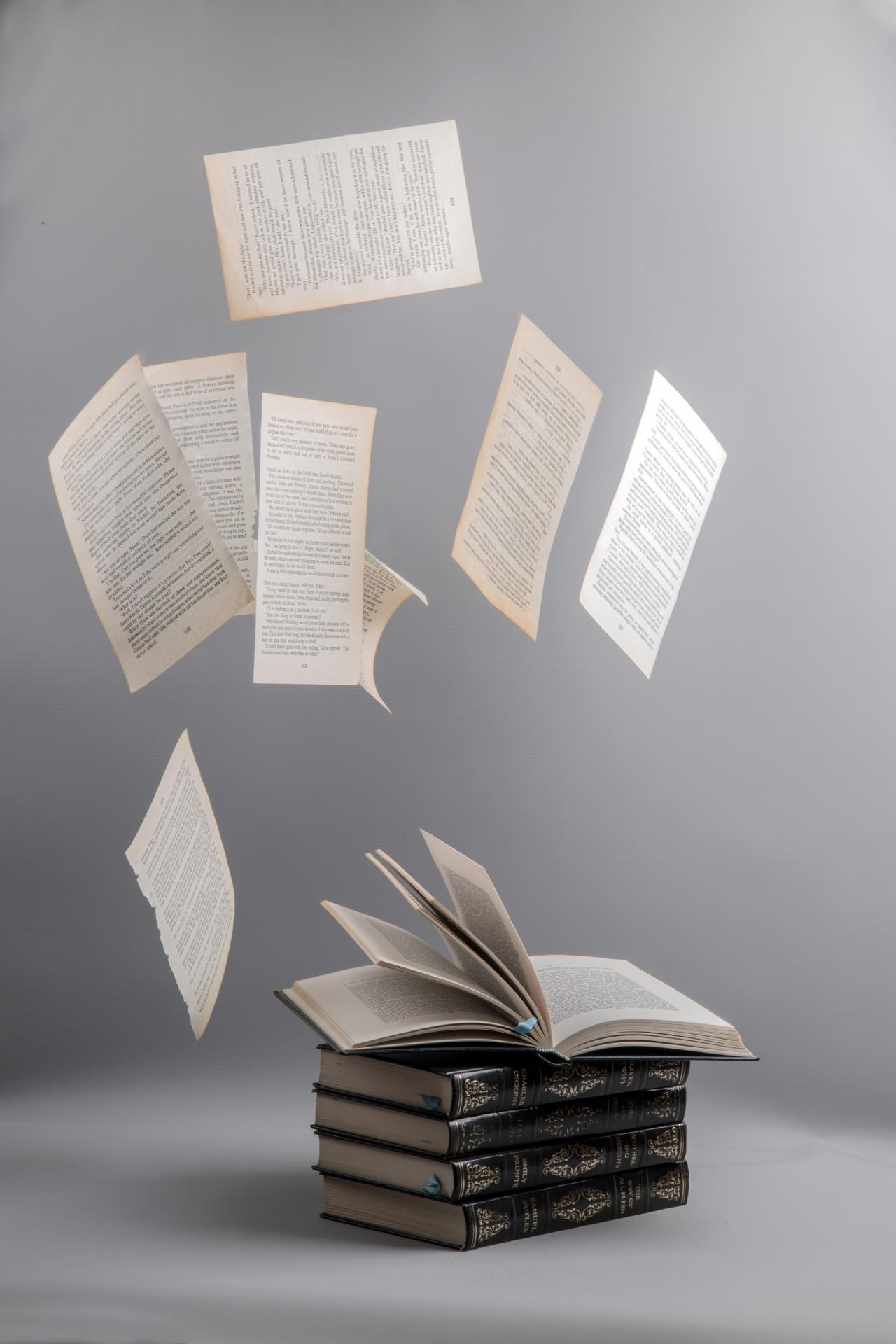 картинки падающей книги