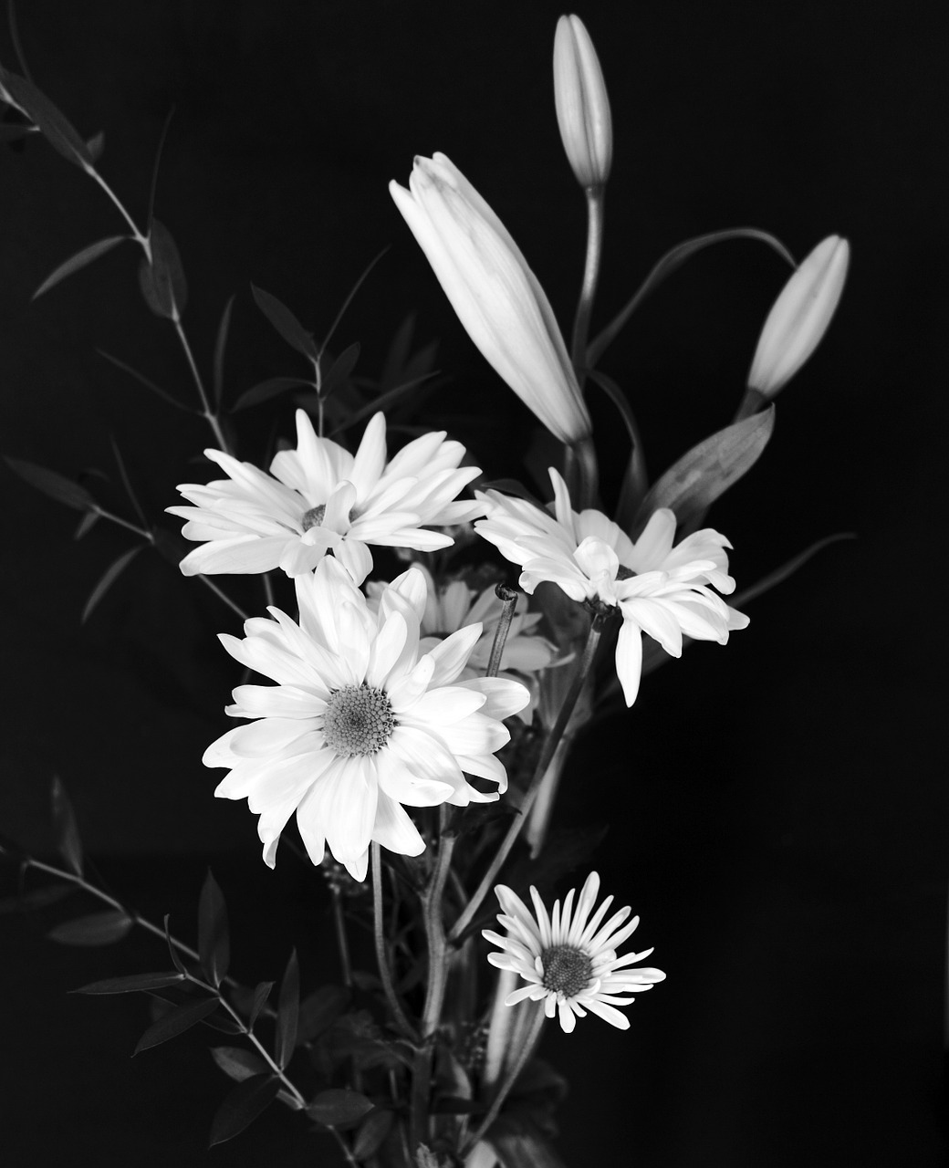 black-and-white-bouquet-picture