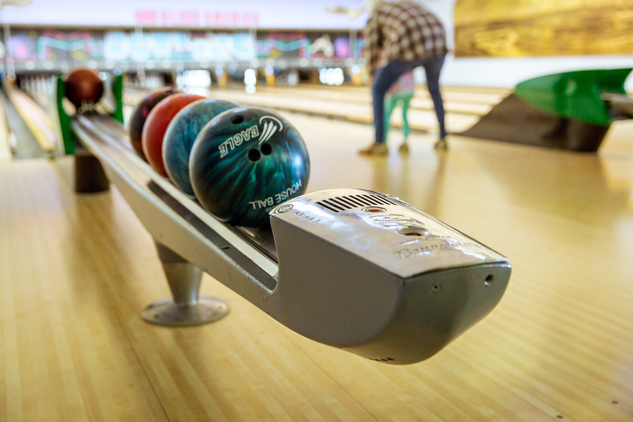bowling family recreation free photo