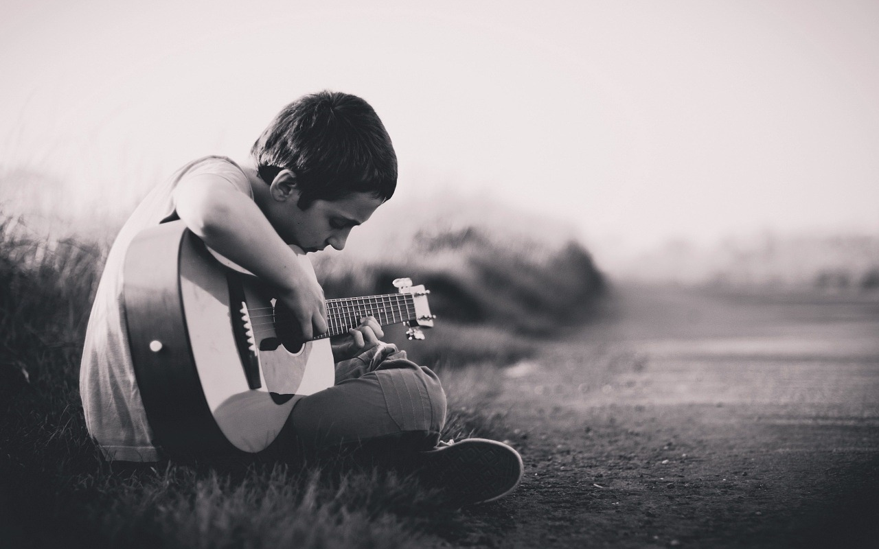 Boy,guitar,sitting,outdoors,insturment - free image from needpix.com