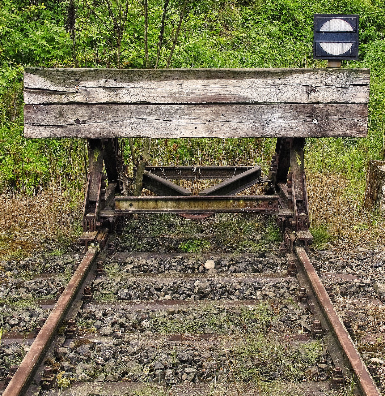 brake buffer stop buffer stop end of track free photo