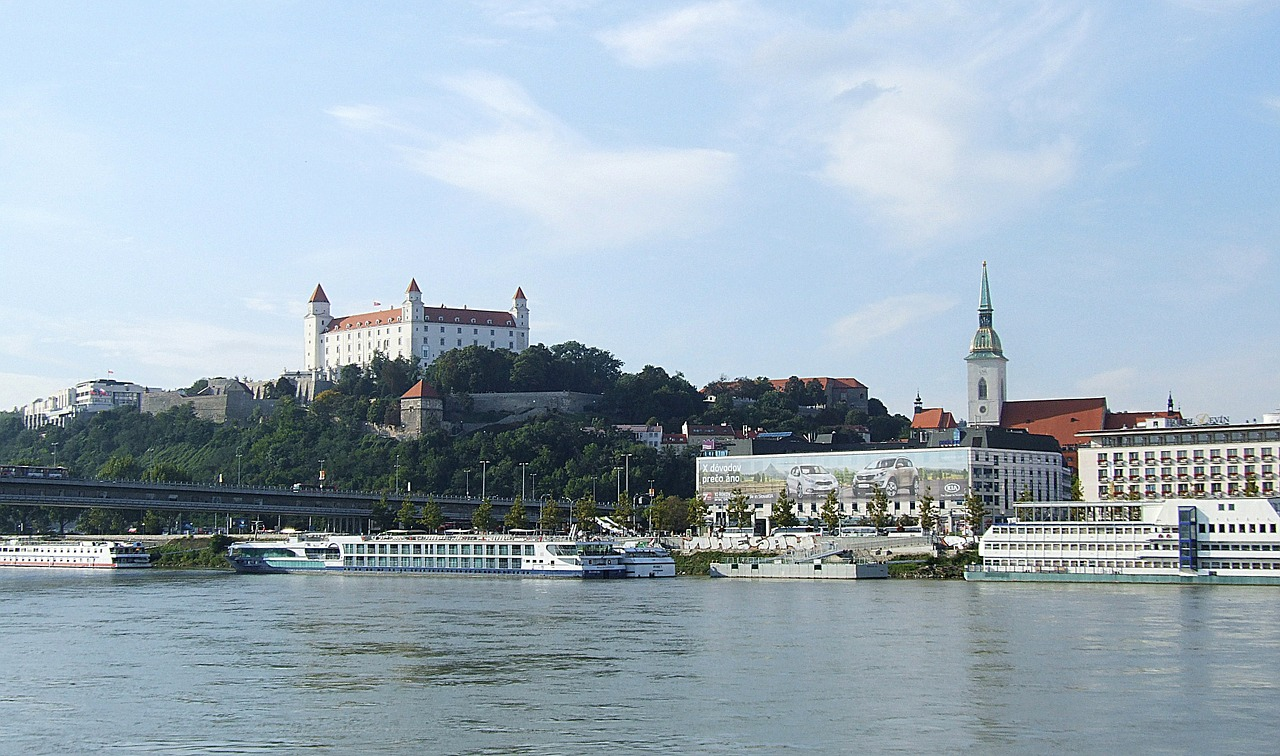 bratislava the danube castle free photo