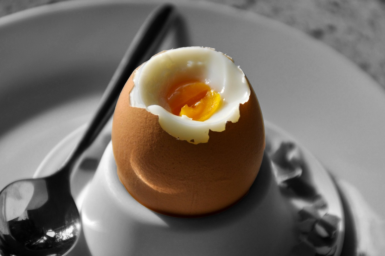 breakfast egg,egg,boiled egg,food,egg cups,breakfast,soft-boiled egg,peeled,spoon,eggshell,hen's egg,delicious,eat,animal food,free pictures, free photos, free images, royalty free, free illustrations, public domain
