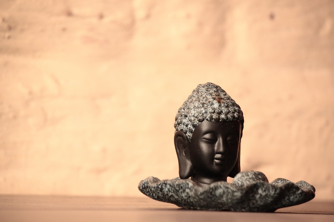 buddha statue figurine free photo
