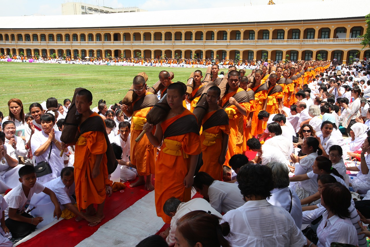 buddhists monks monks meditate free photo