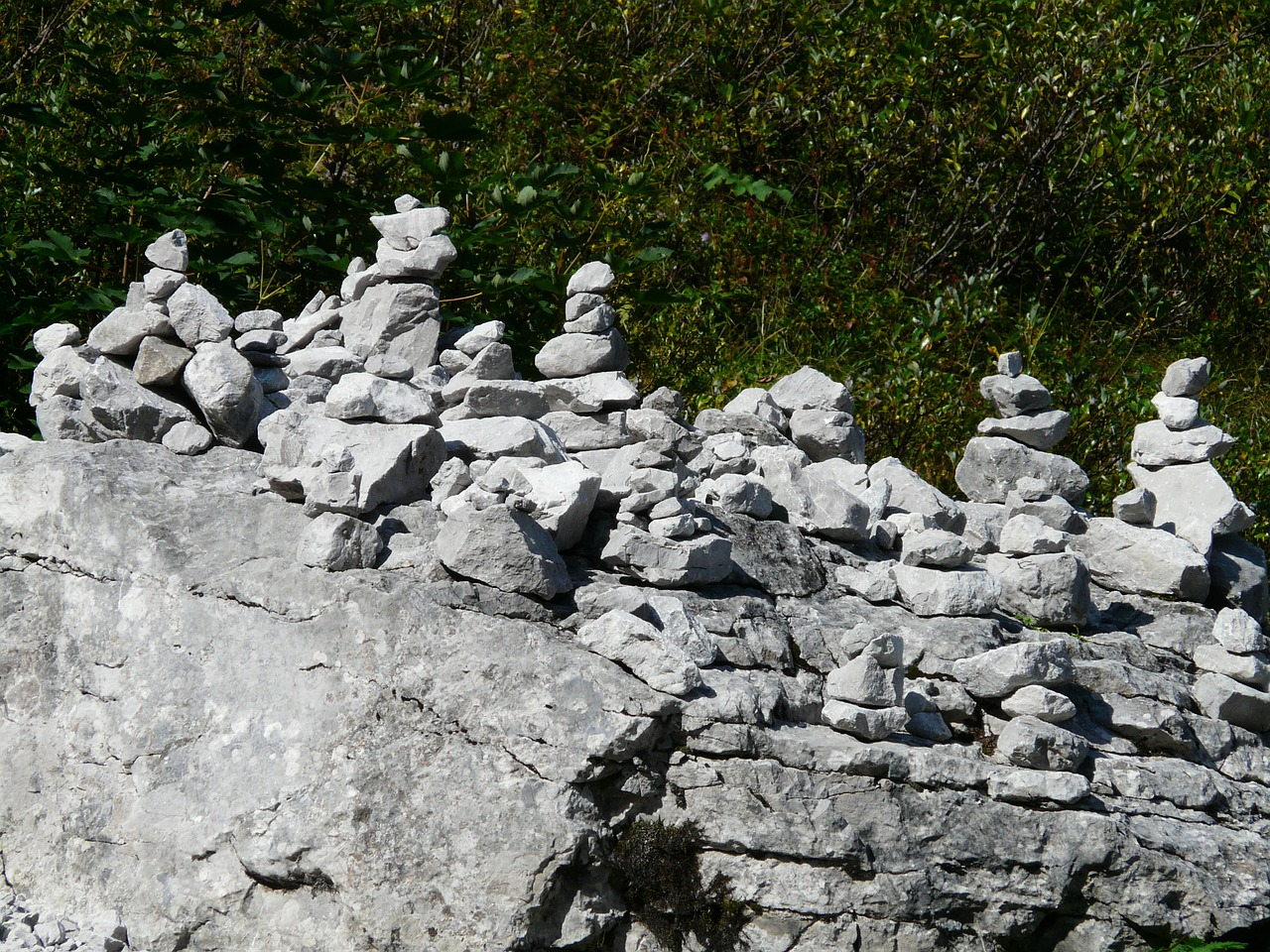 cairn,stones,turret,steinmann,cairns,steinmanderl,stacked together,waymarks,mark,signpost,directory,migratory character,hiking,free pictures, free photos, free images, royalty free, free illustrations, public domain