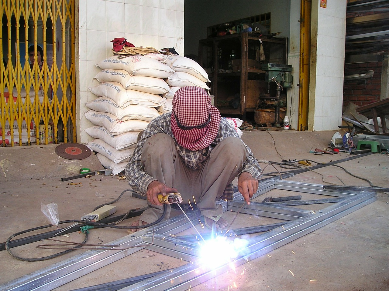 cambodia welder weld free photo