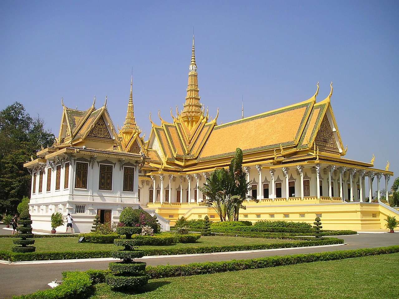 cambodia royal palace palace free photo