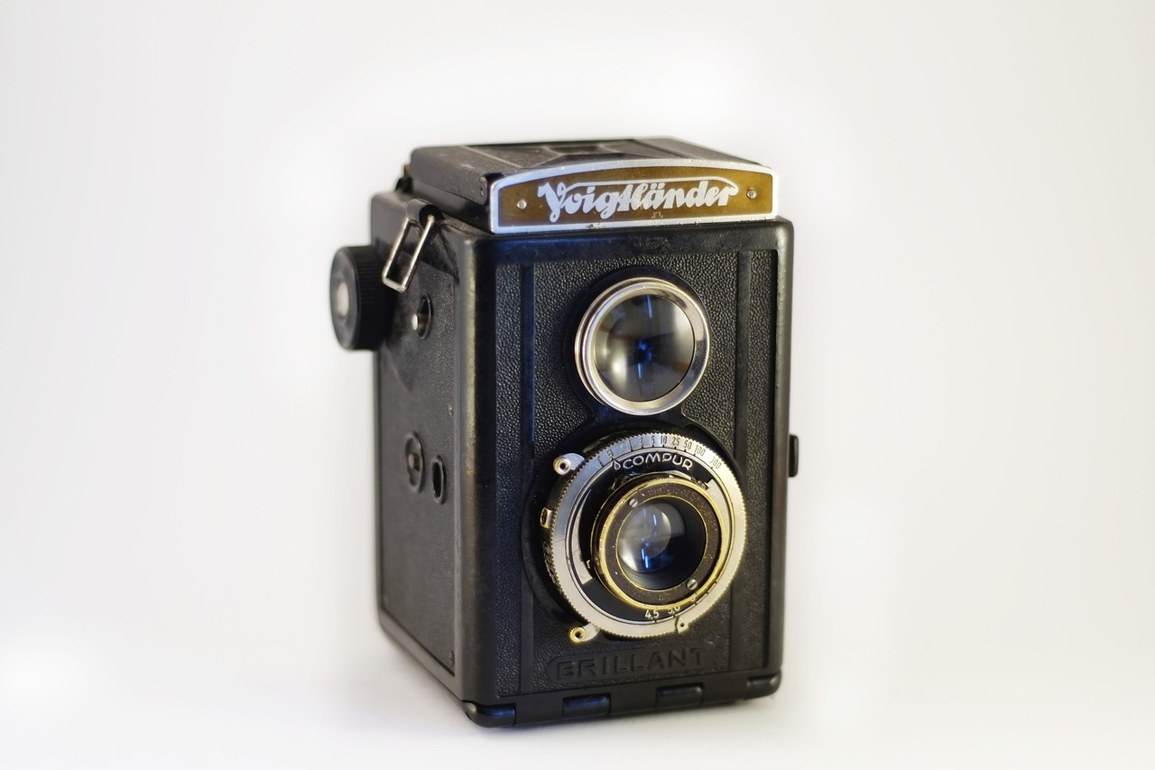 camera,photo,photography,equipment,film,vintage,old,photographing,retro,photographic,lens,white,blank,isolated,optical,device,medium format,free pictures, free photos, free images, royalty free, free illustrations, public domain