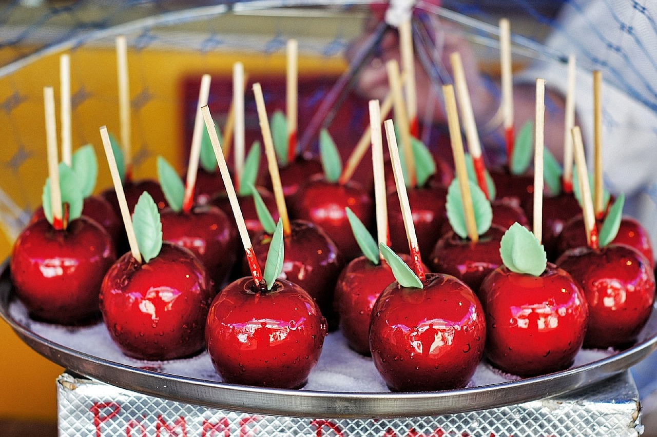 candied apples sweet pommes d'amour free photo