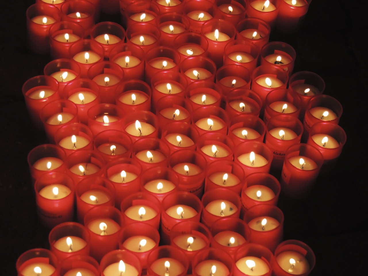 candles pray red free photo