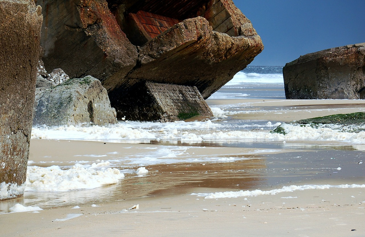 capbreton,sea,beach,bunker,france,french coast,stones,nature,landscapes,landscape,rocks,blue,foam,low tide,tide,war,battle,bunkers,background,costa,ocean,temporary,free pictures, free photos, free images, royalty free, free illustrations, public domain