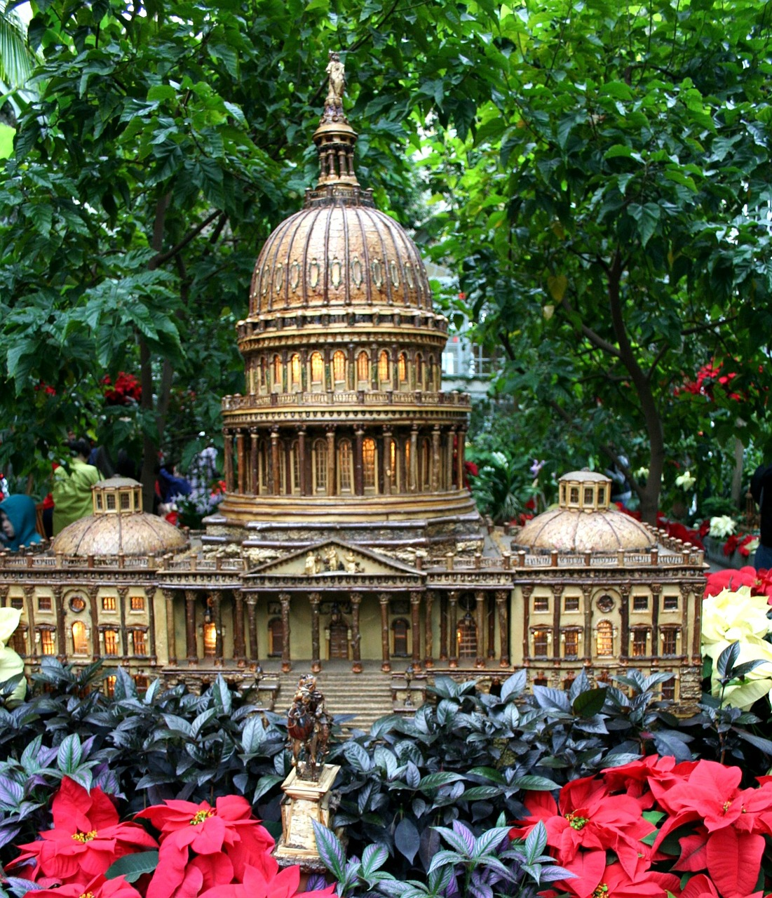 capitol building model holiday garden free photo