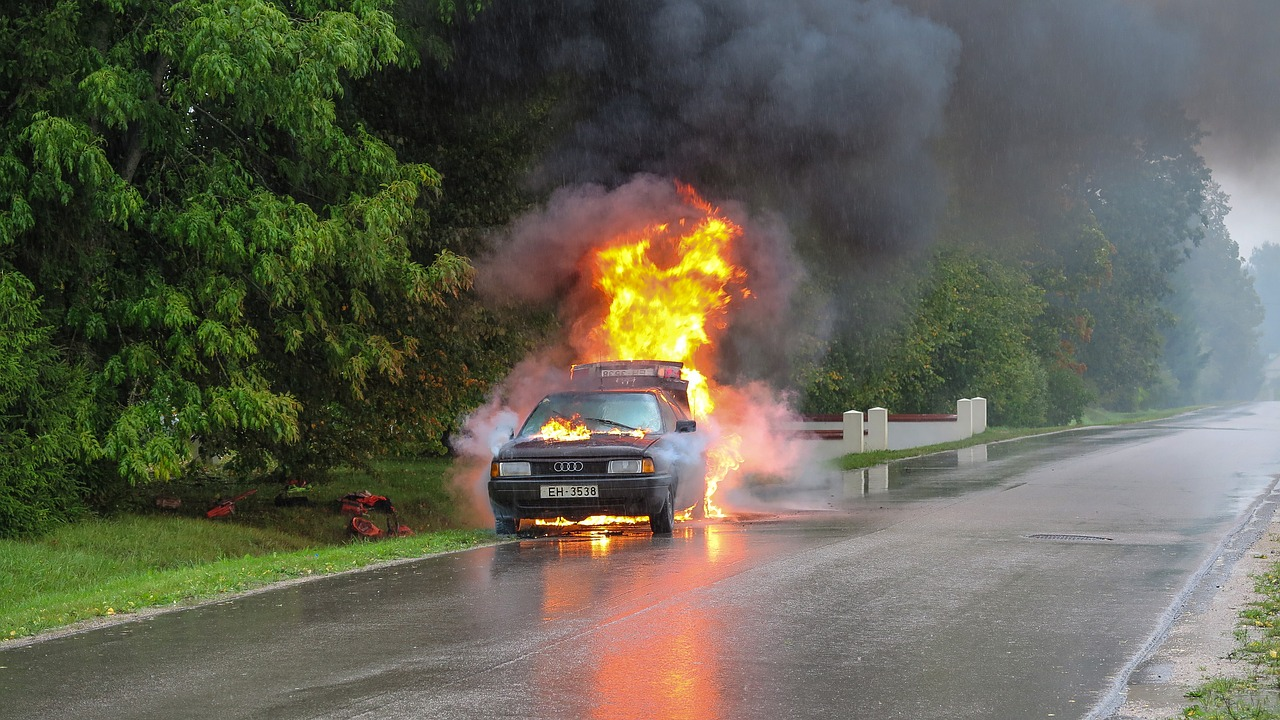 Car accident,fire,street,accident,car - free image from needpix.com