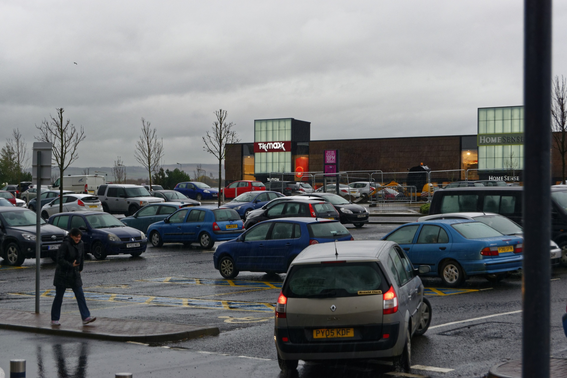 Download free photo of Car park,cars,rainy,cold,wet - from needpix.com