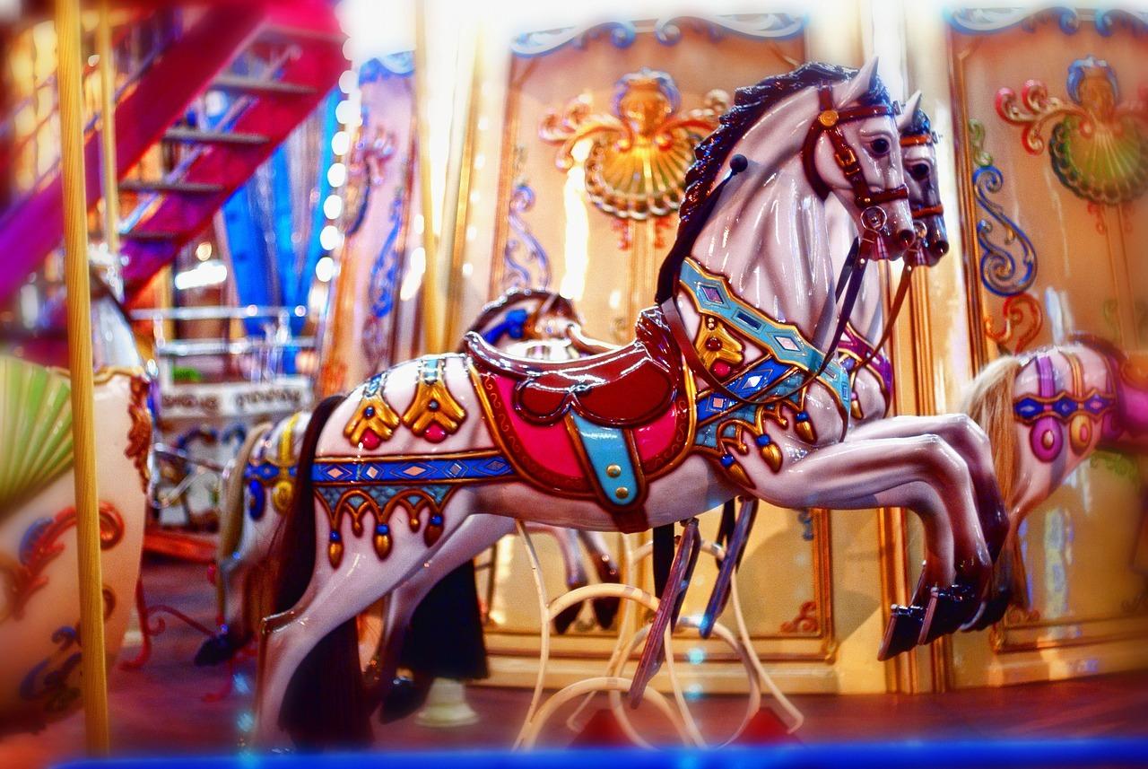 Картинка карусель с лошадками