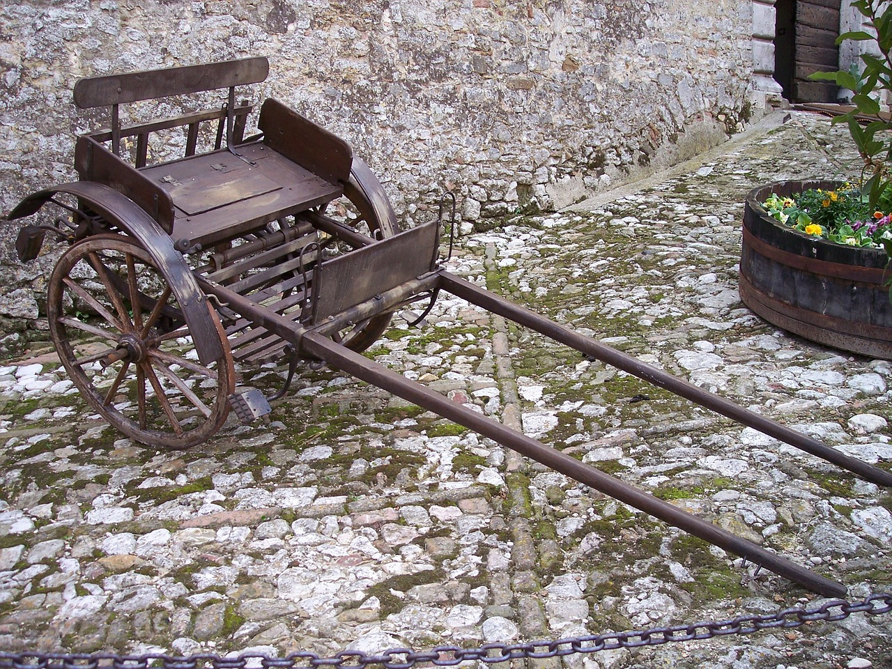 cart,calash,transport,wood wheels,stone floor,shopping cart,flooring,free pictures, free photos, free images, royalty free, free illustrations, public domain