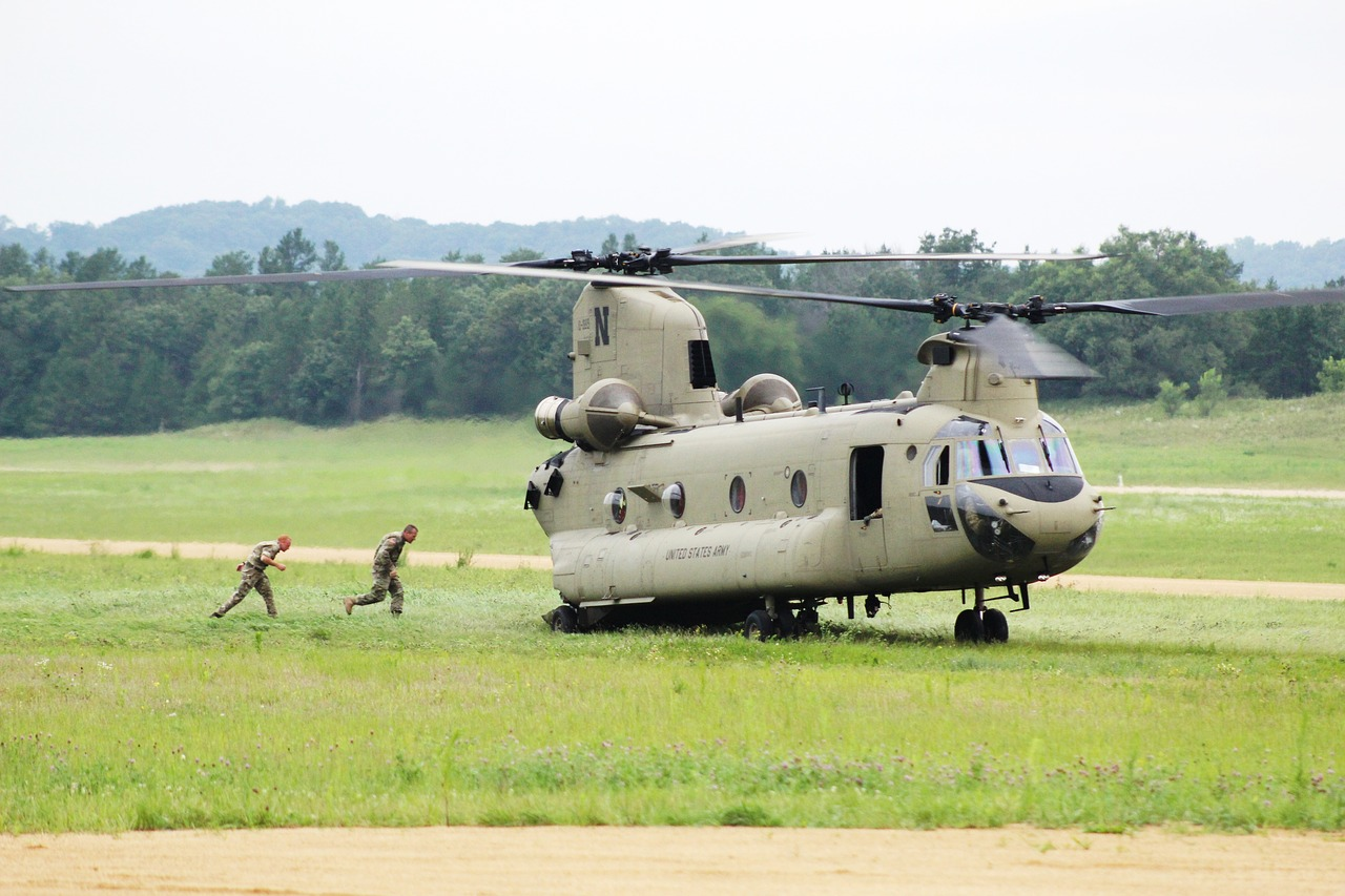 ch-47 chinook army aviation helicopter free photo