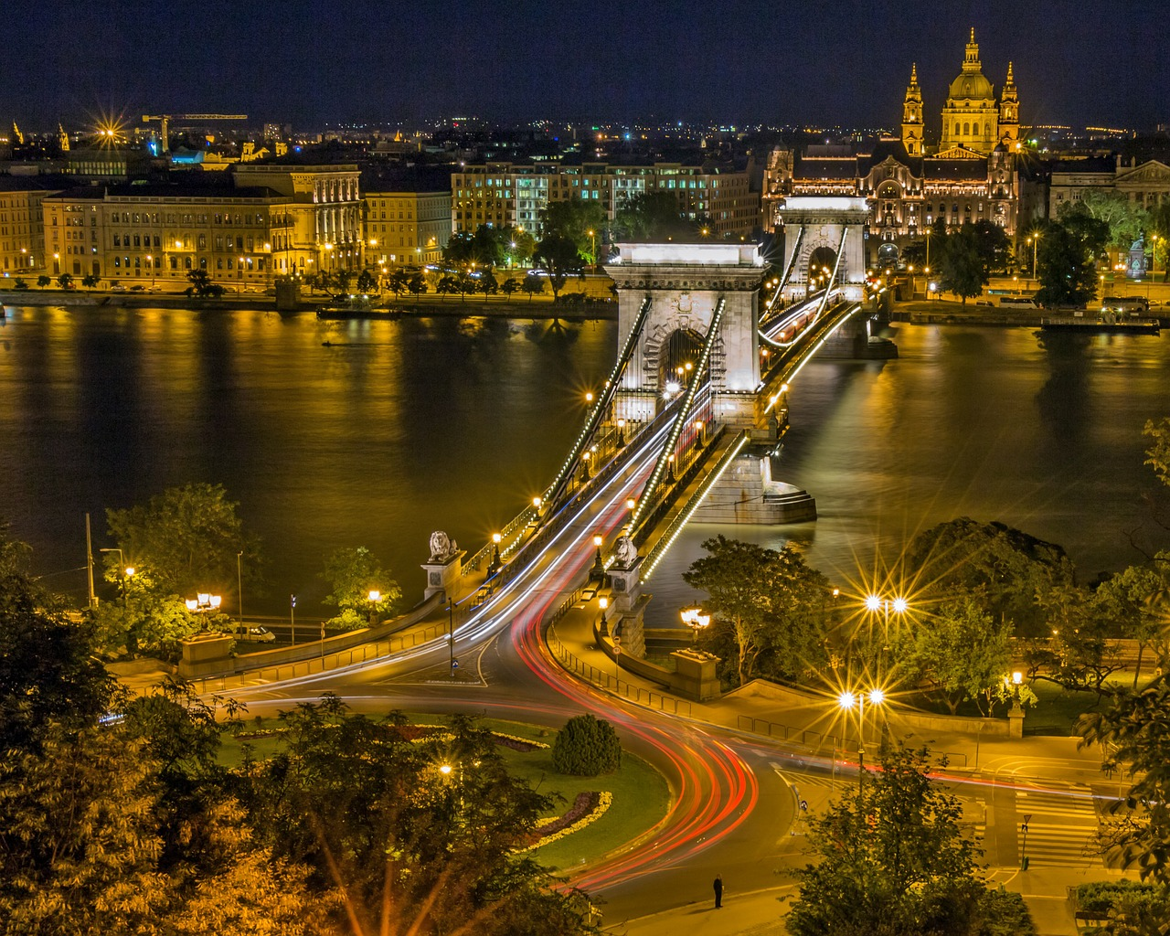 chain bridge budapest hungary free photo