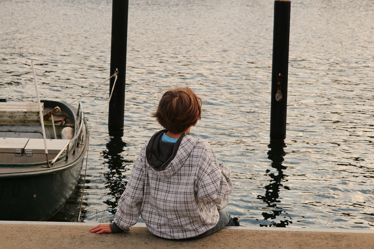 child sea lonely free photo