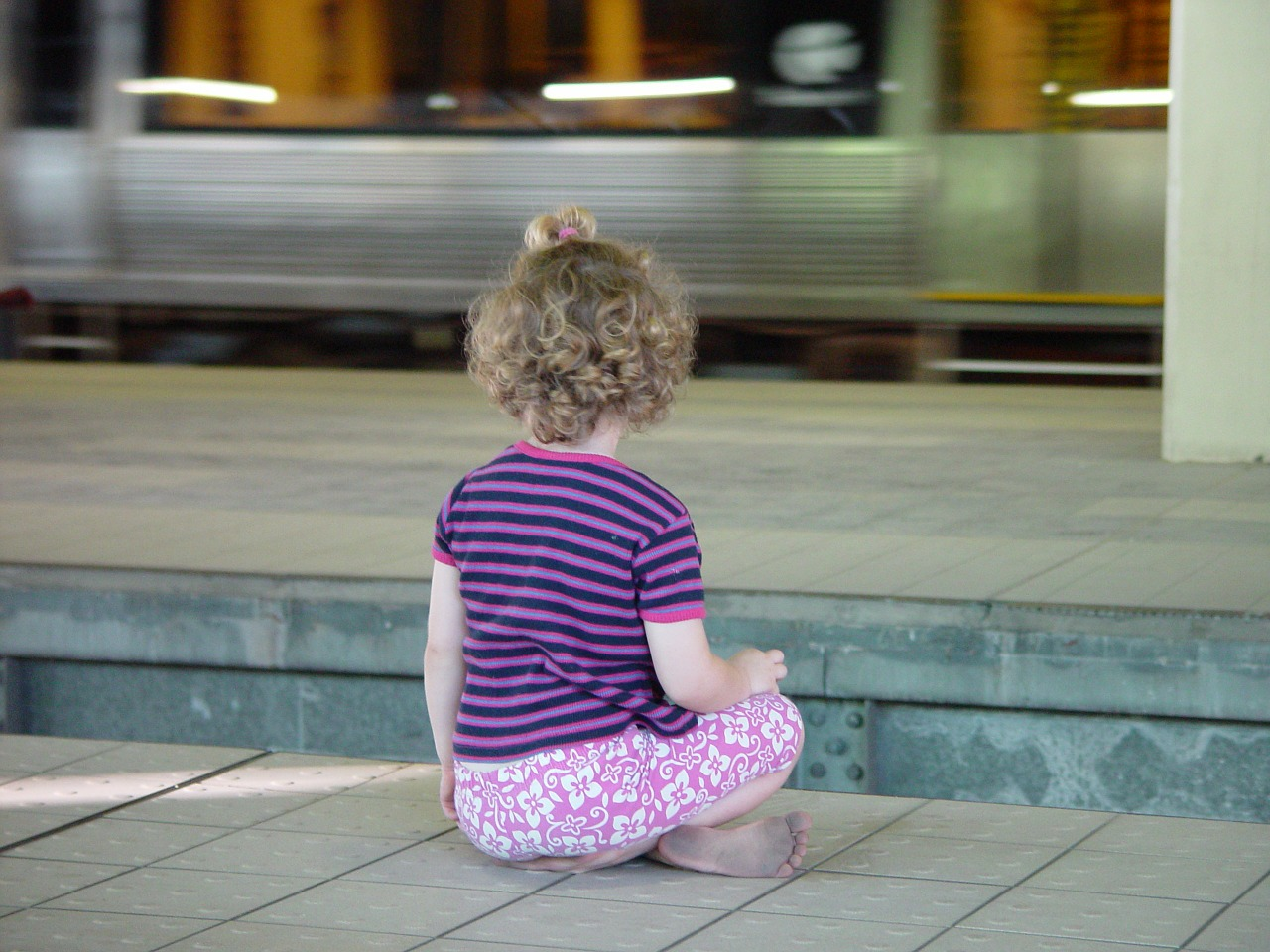 child sit metro free picture