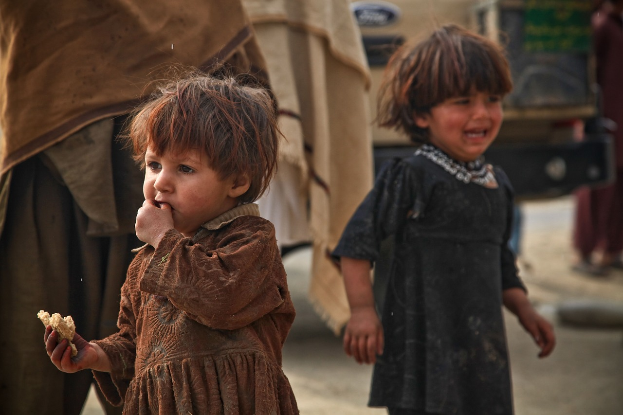 children,crying,eating,poor,afraid,fear,sad,person,child,war,afghani,free pictures, free photos, free images, royalty free, free illustrations, public domain