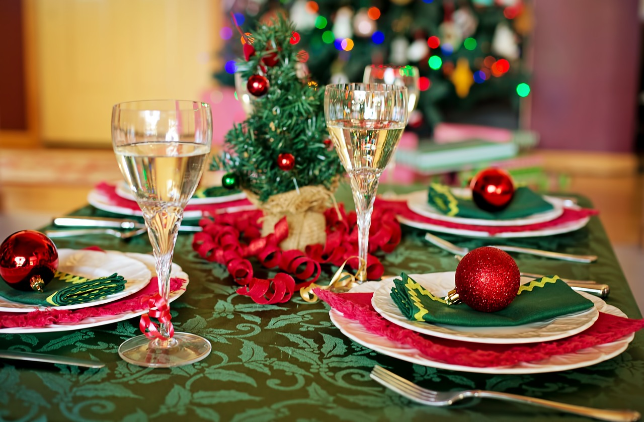 christmas table christmas dinner christmas dinner setting free photo