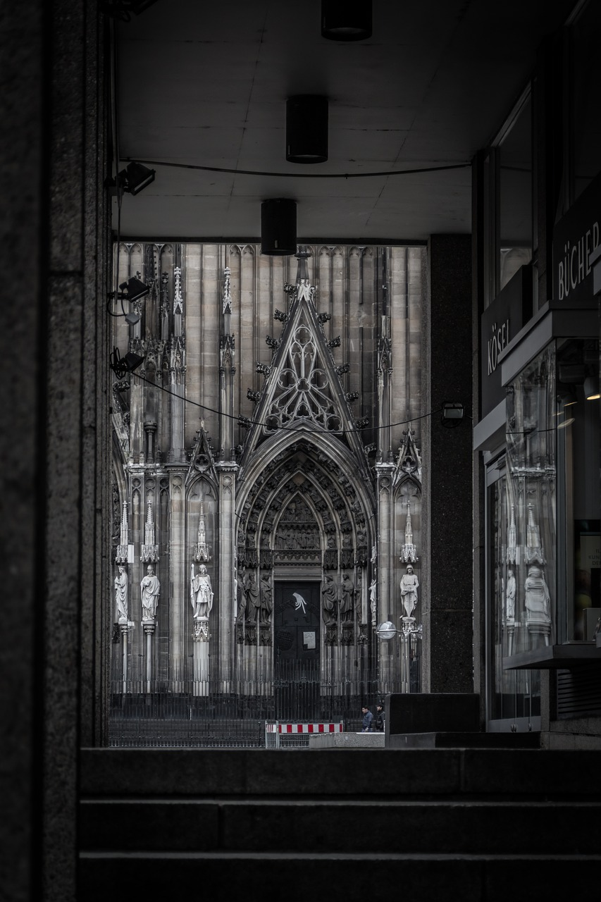 church,cologne,trap,by walking,gang,architecture,history,germany,building,catholic,roman catholic,german,religious beliefs,religion,christianity,free pictures, free photos, free images, royalty free, free illustrations, public domain