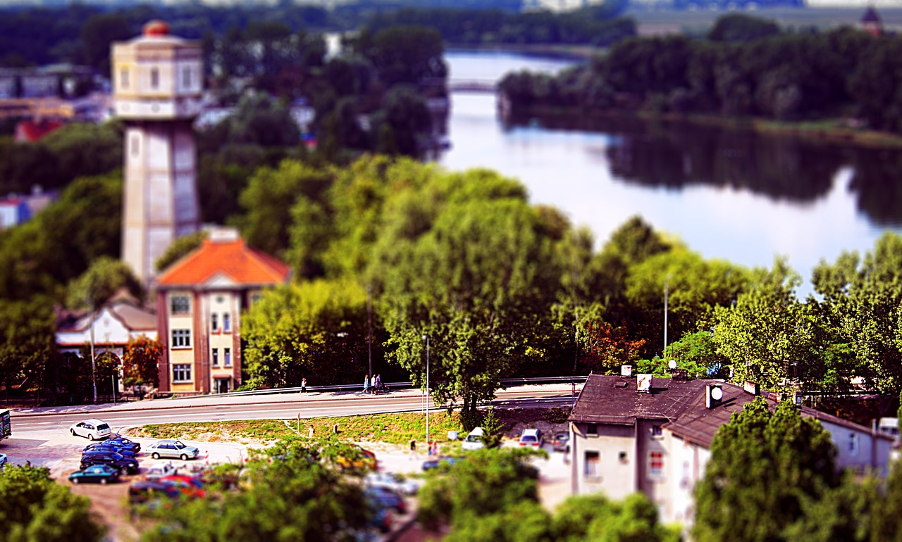 city,road,river,poland,polska,kruszwica,tilt,shift,tilt-shift,building,buildings,trees,cars,tenement,house,free pictures, free photos, free images, royalty free, free illustrations, public domain