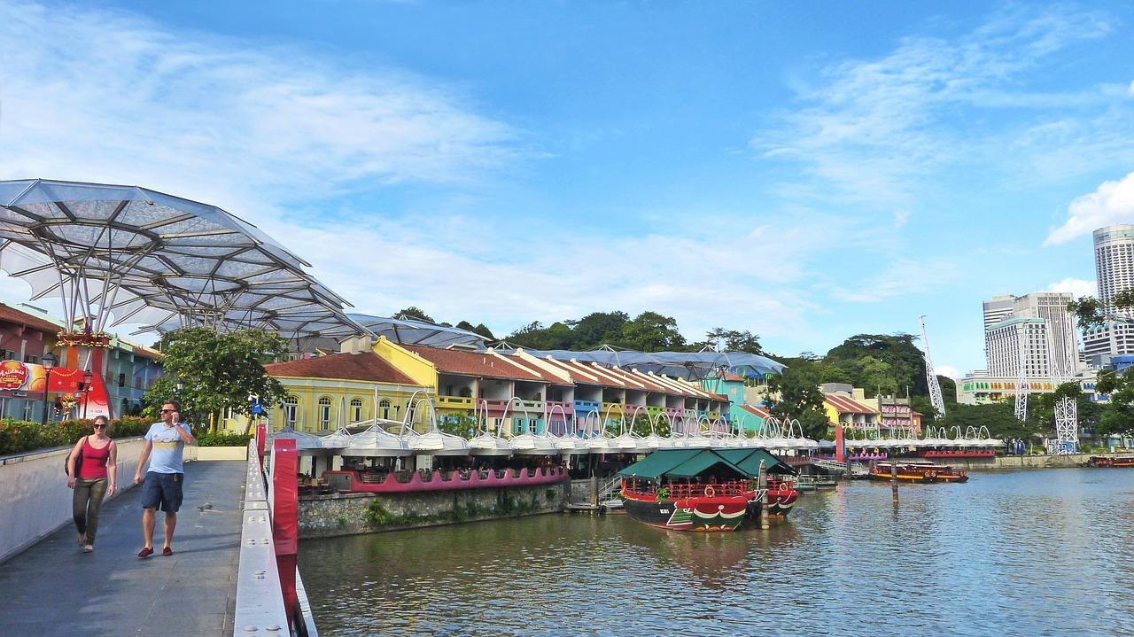 river cruise in clarke quay