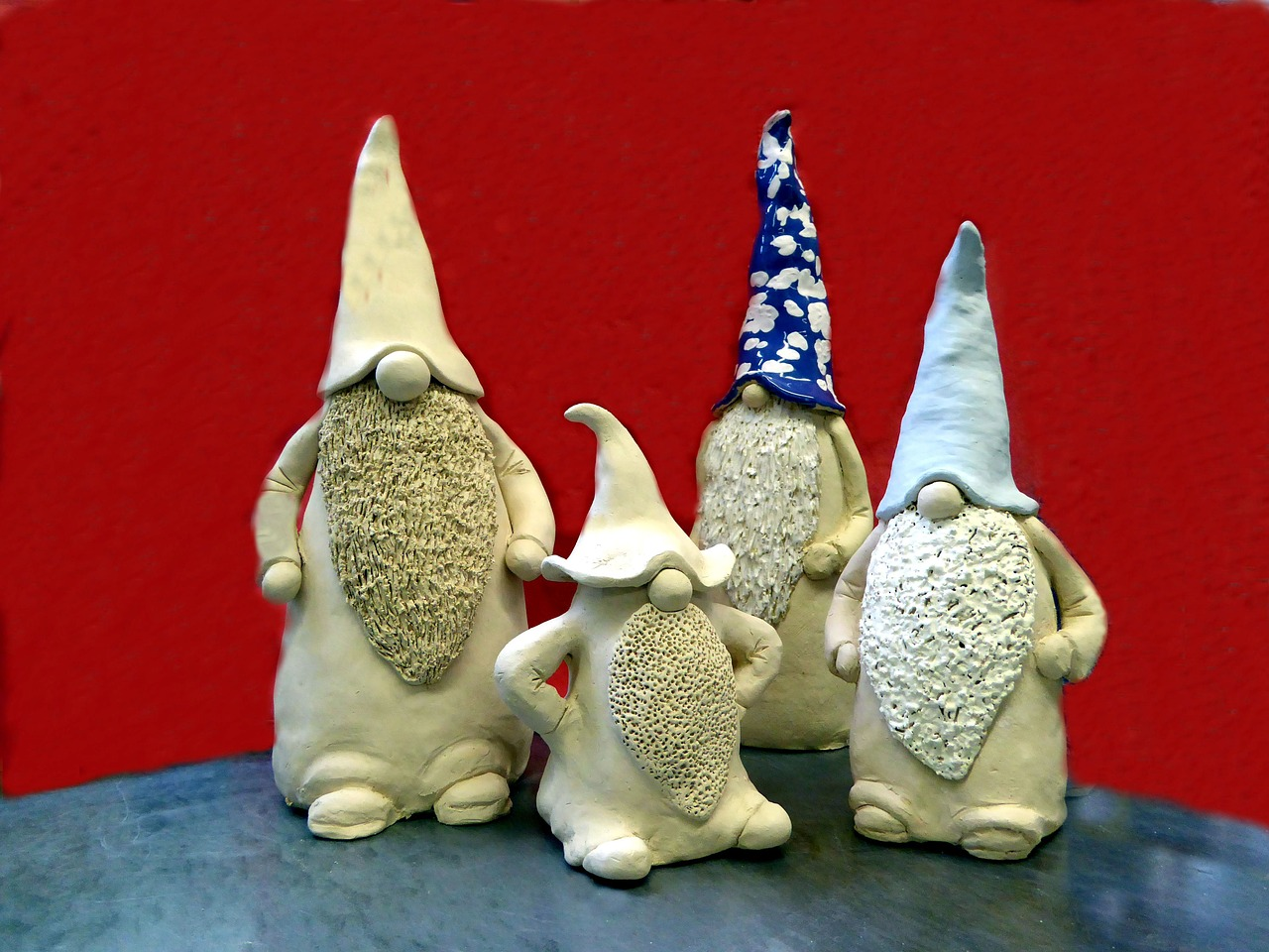 clay figures weel decoration free photo